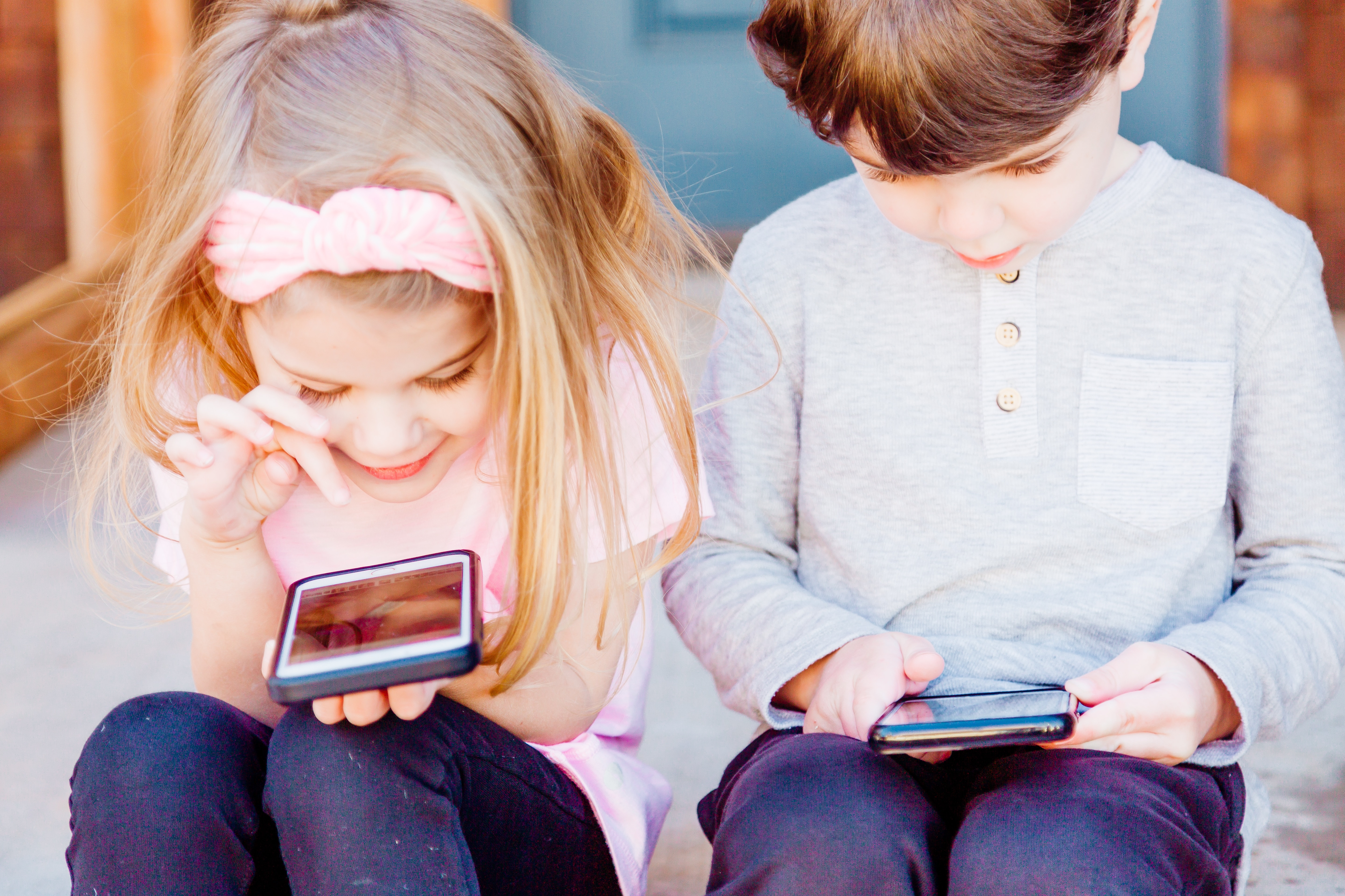 children playing on android phones