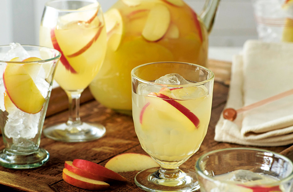 3 delicious autumnal drinks drinks reader 39 s digest for Delicious drink recipes with vodka