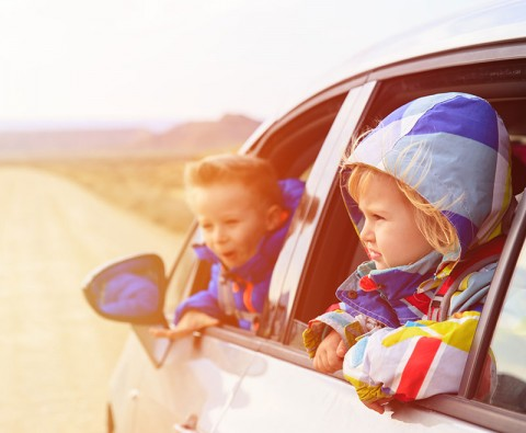 5 Ways to entertain children during car journeys