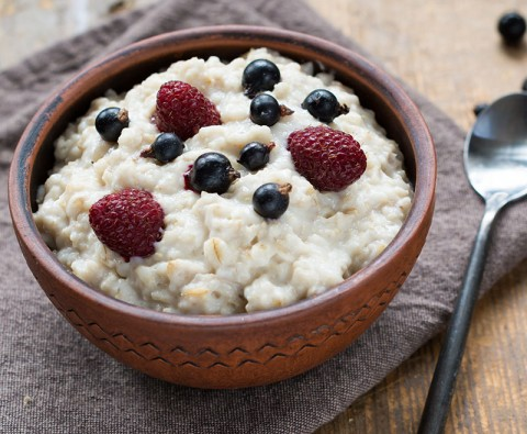 Filling and healthy overnight porridge