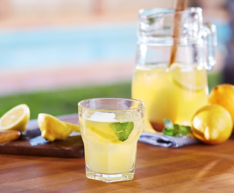 Zesty Homemade lemonade recipe