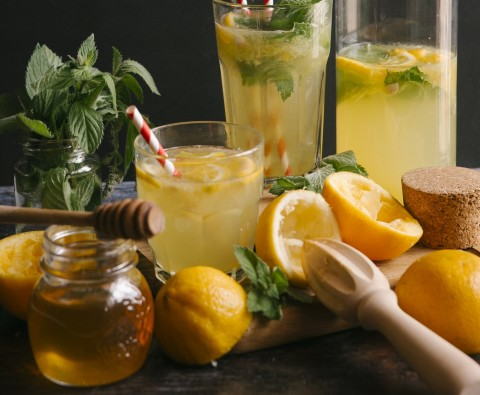 Delicious alcoholic drinks made with honey