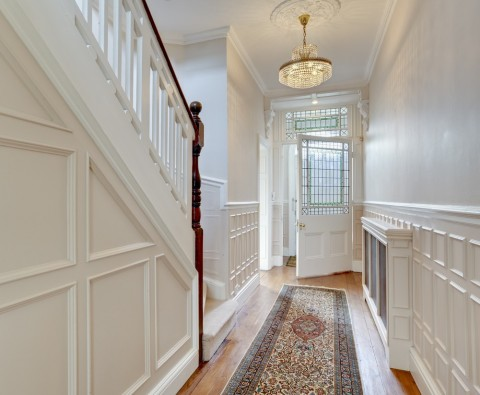 7 Ways to keep your hallway clutter free