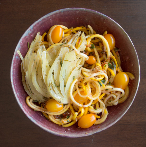 Squash noodles with tomato, basil and fennel