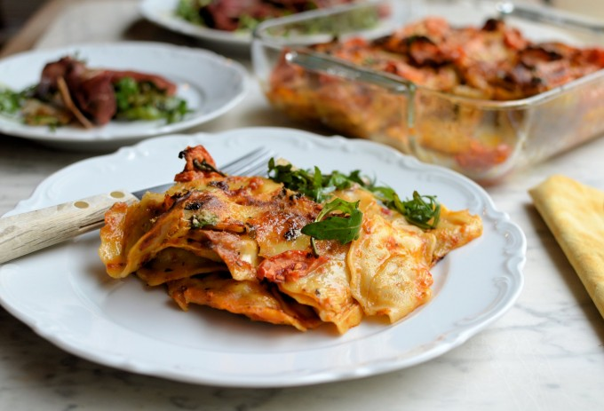 tortellini pasta bake with sun-dried tomato, pesto and Mozzarella
