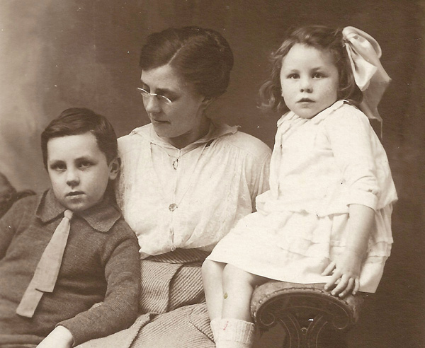 with  her mother and brother in 1917 live to 100
