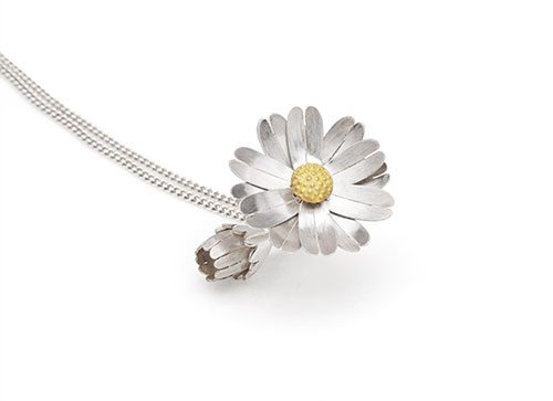 Daisy Locket shown open