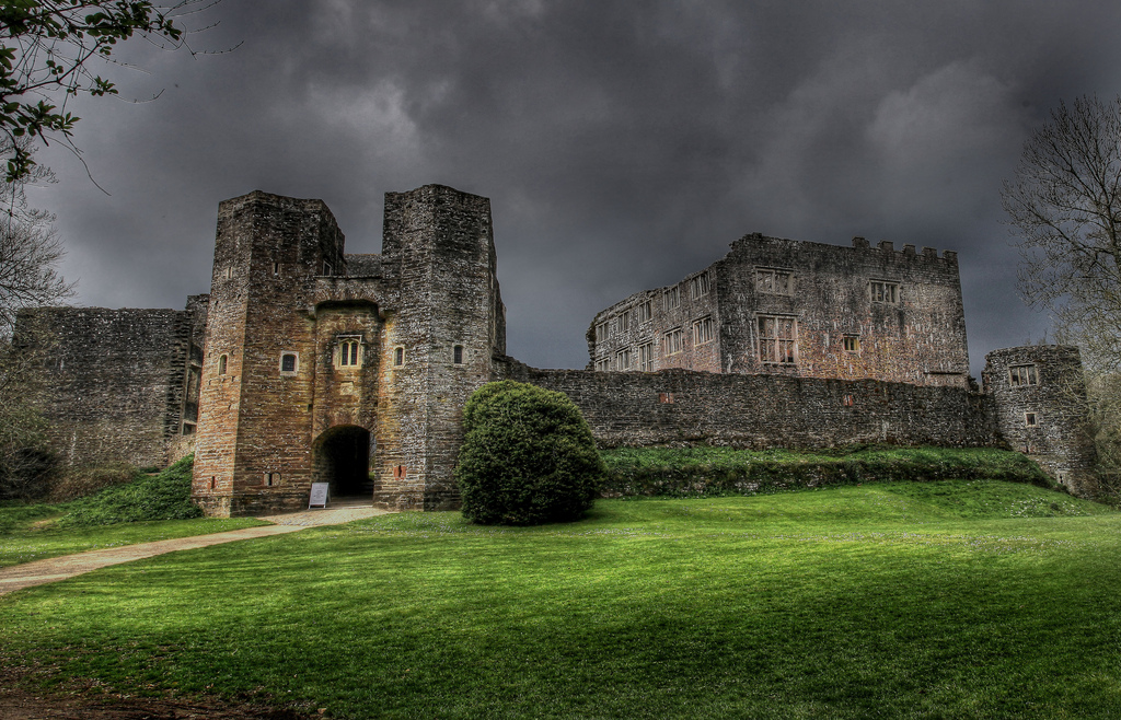 Berry Pomeroy Castle Devon haunted