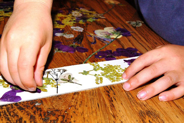 making pressed flower bookmark