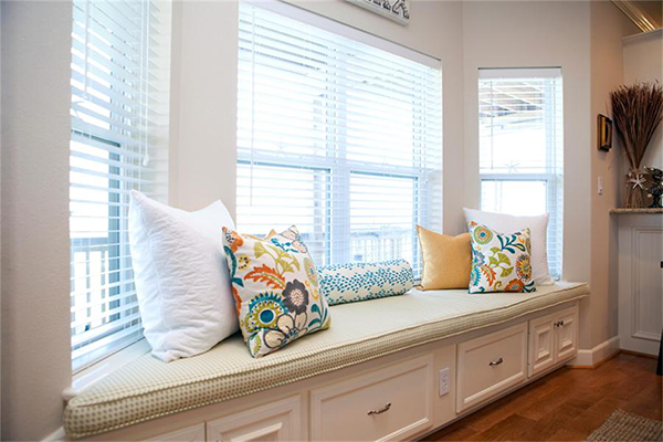 Storage bay window seat
