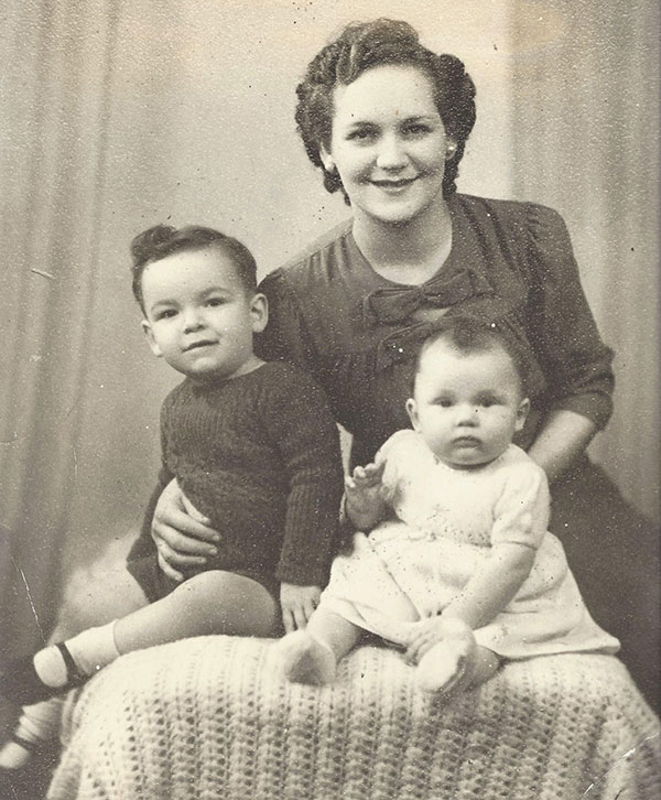 Tony Jacklin as a child with mother and sibling
