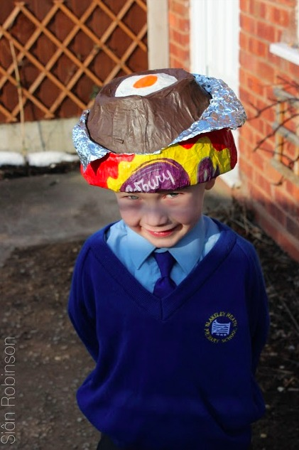 Cream egg bonnet