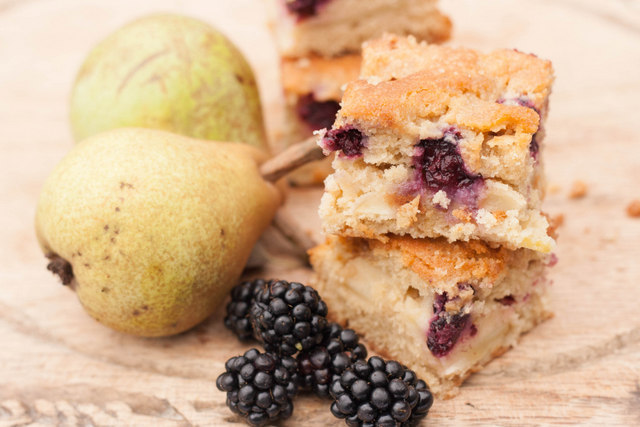 Blackberry pear traybake