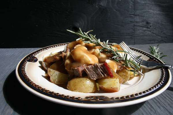 Roast beef poutine
