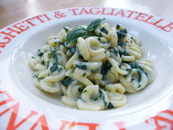 Messicani with Spinach and Cheese Sauce
