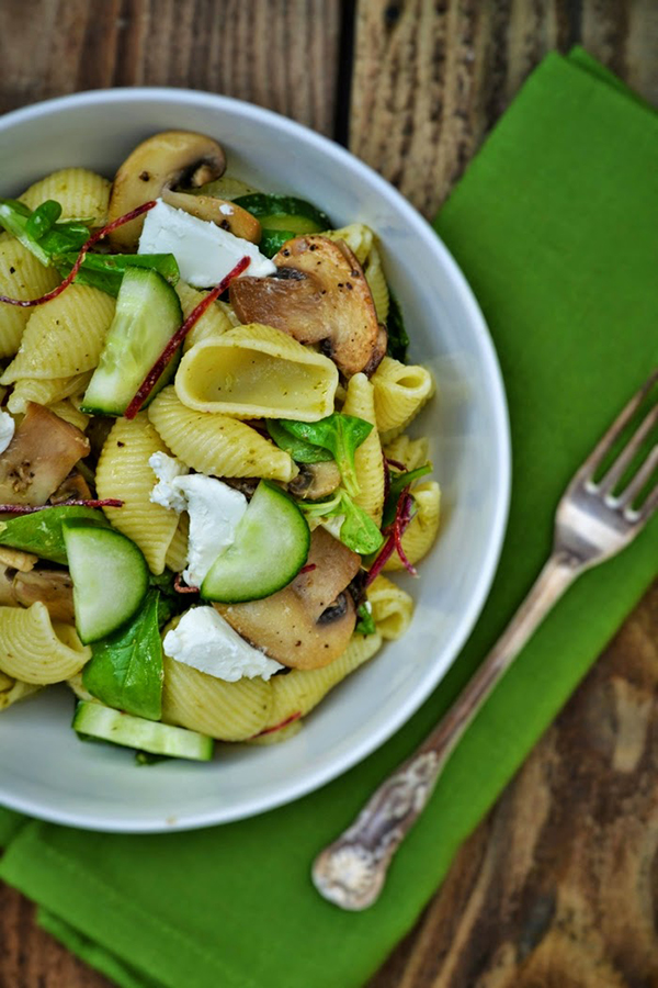 Conchiglioni Pasta salad with mushrooms and goats cheese