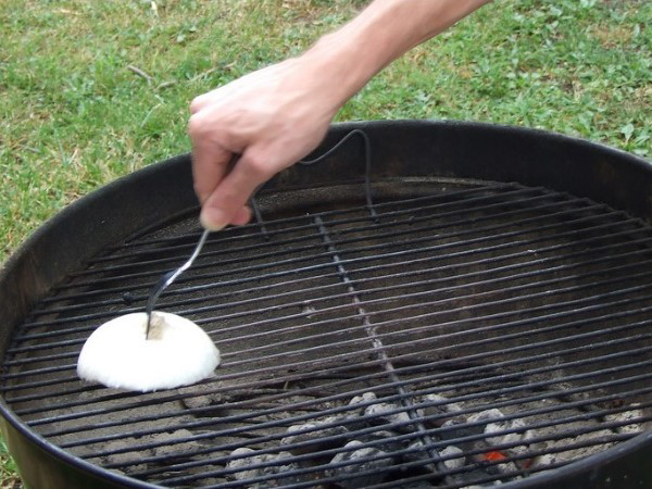 Onion to clean bbq grill