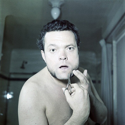 Orson Welles trimming facial hair beard