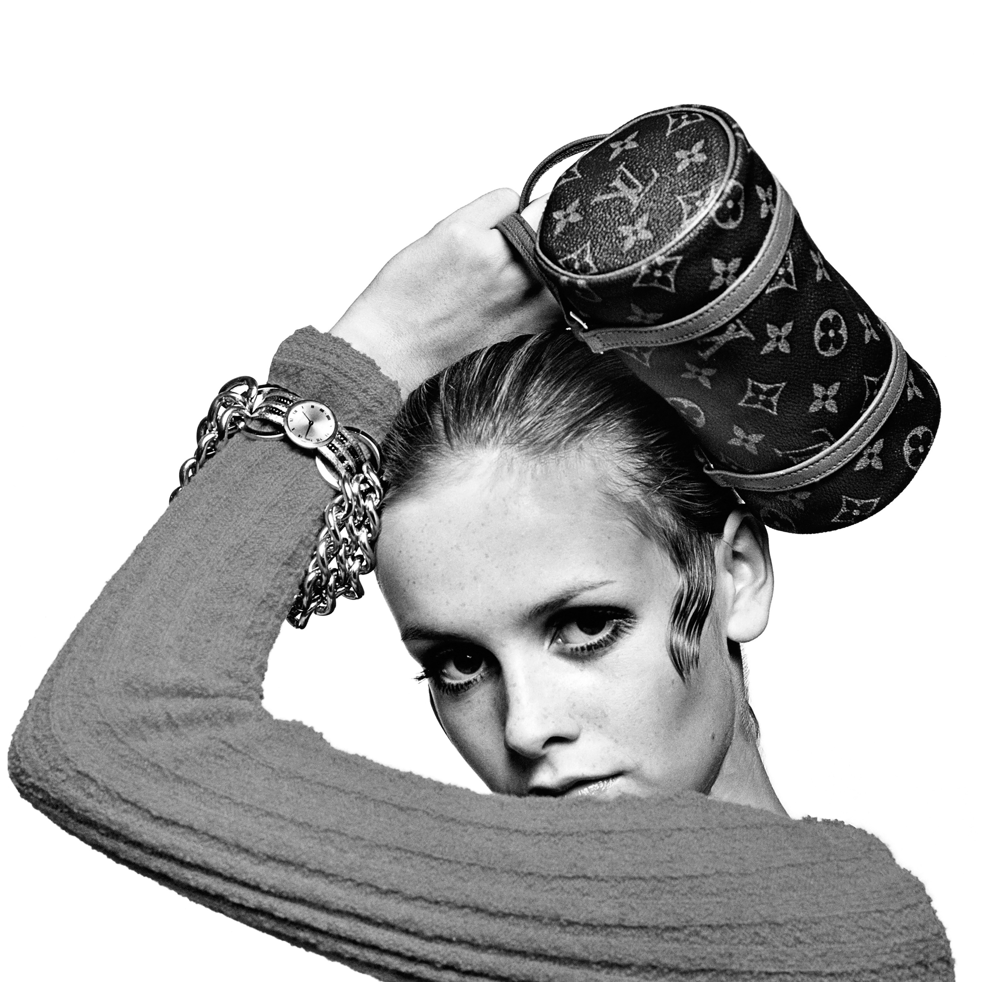 Twiggy with a handbah